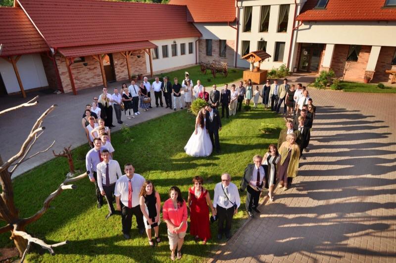 Esküvő -